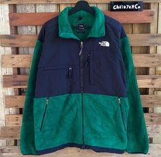 de0044e8d4 Vtg 90s the north face jacket green colour with style zipper 90s Clothes