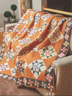 Liz Porter and some of her friends began a fabric exchange by pulling dark and light prints for Pinwheel quilt blocks. Liz stitched one at the center of each Martha Washington's Star block in this quilt and used the rest for the border. Star Quilt Blocks, Star Quilt Patterns, Star Quilts, Patchwork Patterns, Antique Quilts, Vintage Quilts, Couture Pour Halloween, Orange Quilt, Yellow Quilts