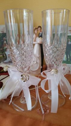 Fancy champagne glass and bows for the wedding