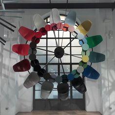Koło barw Vitry. Każdy mógł podejść dotknąć i wprawić bajecznie kolorową machinę w ruch.  #milan2016 #targiwmediolanie #mediolan #salonedelmobile #isaloni #mediolankadry #redakcjawterenie #pracawterenie  #vitra #vitracolours2016 #brera #mediolan #milano #kolory #milandesignweek #meble #krzesla #kolor #designchair #chaircolours #designfurniture #rainbow #circle #designcircle @vitrafurniture #breramilano #elledecorationpl #elledecopl #elledecorationpolska #casavitra #casavitra2016 #fuorisalone…