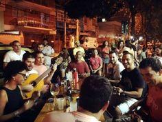 Samba do Engenho Velho faz roda gratuita na Praça da Bandeira