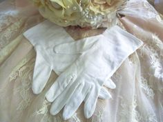 Vintage wedding gloves, ladies vintage gloves, 1950s wedding, white cotton bridal gloves, evening or prom formal gloves, bridesmaid gloves by thevintagemagpie01 on Etsy