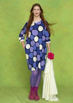 Farvestrålende kjoler! Find dine favoritter blandt vores blomstrede kjoler, skønne jerseykjoler og hørtunikaer i boheme-style. Altid med fri fragt.