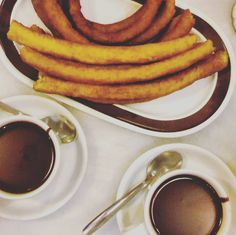 #churros con #chocolate #spanish #gastronomy #delicious #yummy #foodie #foodpic #foodporn #foodgasm #foodlover #churrosconchocolate #chocolateriavalor #merienda @chocolatesvalor #delicioso tarde de #otoño