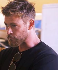 Oh, I really love Chris Hemsworth. For me he is the most beautiful creature . Oh, ich liebe Chris Hemsworth wirklich. Für mich ist er das schönste Geschöpf… Oh, I really love Chris Hemsworth. For me he is the most beautiful creature in the world Best Short Haircuts, Cool Haircuts, Men's Haircuts, Modern Haircuts, Modern Man Haircut, Mens Haircuts Messy, Haircuts With Beards, Mens Haircuts Straight Hair, Trendy Haircuts For Men