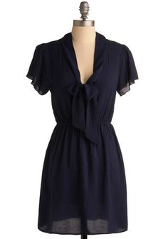 Adventures in Dressmaking: Sewing Circle: Simple tie-neck top dress, so cute!