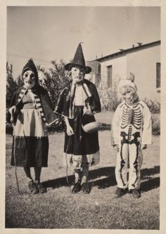 Images Halloween Vintages, Photo Halloween, Old Halloween Costumes, Vintage Halloween Photos, Creepy Costumes, Fete Halloween, Halloween Pictures, Creepy Halloween, Halloween Ideas