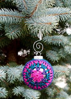 Joy! Christmas Ornament Cover by Oombawka Design  Published in Oombawka Design by Rhondda Craft Crochet Category Decorative → Hanging Ornament Published December 2014 Suggested yarn Lion Brand Bonbons (Metallic) Yarn weight Sport / 5 ply (12 wpi) ? Hook size 3.25 mm (D) Yardage 1 - 2 yards (1 - 2 m) Sizes available to fit a 67 mm Plastic Ball Ornament Cover