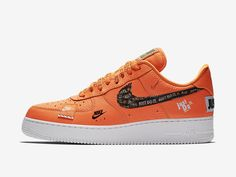Zestaw Nike Just Do It powiększa się właśnie o kolejną wersję butów Nike Air Force 1 Low. W tym wpisie poznacz kolorystykę Total Orange / Total Orange