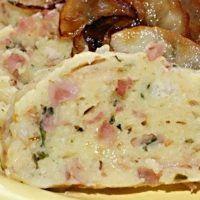 Bramborovo-houskový knedlík ochucený šunkou, špekem a zelenou natí petrželky | ReceptyOnLine.cz - kuchařka, recepty a inspirace