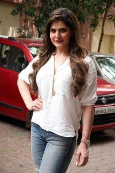Zarine Khan 58 Latest Bollywood Songs, Bollywood Actress Hot Photos, Beautiful Bollywood Actress, Most Beautiful Indian Actress, Bollywood Fashion, Beautiful Actresses, Hot Actresses, Indian Actresses, Zarine Khan Hot