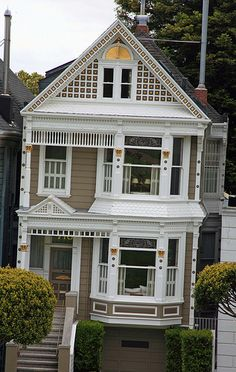 Don't normally like Victorian Homes, but this is adorable - San Francisco, California Architecture Design, Victorian Architecture, Victorian Style Homes, San Francisco Houses, Second Empire, Classic House, Historic Homes, House Painting, Old Houses