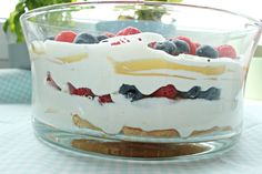 Sonntagssüß - Lemon Trifle mit Himbeeren und Blaubeeren   SASIBELLA