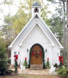 Just the perfect little country church! Wouldn't this be a beautiful place for a small wedding?