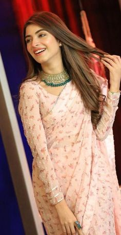Pakistani Actress Kinza Hashmi looks stunning in this Beautiful Saree on the set of Bol Nights with Ahsan Khan - eTechWorld Source by clothes wedding Sharara Designs, Lehenga Designs, Saree Designs Party Wear, Indian Bridal Outfits, Indian Bridal Fashion, Indian Fashion Dresses, Indian Designer Outfits, Pakistani Clothing, Indian Fashion Trends