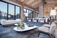 Vail Ski Haus is a ski chalet located in Vail, Colorado, USA. It was designed by Reed Design Group. Photos courtesy of Reed Design Group Contemporary Chairs, Rustic Contemporary, Contemporary Bedroom, Contemporary Architecture, Contemporary Office, Contemporary Garden, Contemporary Building, Contemporary Apartment, Chalet Design