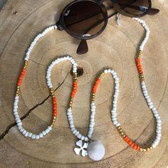 Trendy brillenkoorden Uniek & Handgemaakt – HAIRPIN.NU #sunglasscord #eyeglassholder #sunnycord #brillenkoord #sunglassesfashion #summerfashion #brilketting Cute Jewelry, Beaded Jewelry, Beaded Bracelets, Waist Jewelry, Knit Bracelet, Accesorios Casual, Boho Accessories, Bijoux Diy, Diy Necklace