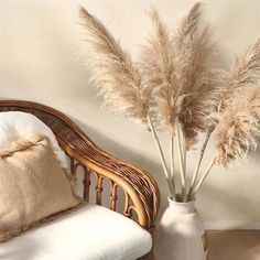 Pampas Grass For Sale! Our beautiful extra large Pampas grass. This beautiful and unique pampas grass is the perfect decor that brings warmth and harmony into your home. The ideal pampas grass to u. Living Room Designs, Living Room Decor, Dining Room, Grass Decor, Boho Deco, Beige Aesthetic, Boho Home, Cute Dorm Rooms, Home And Deco