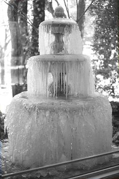 Frozen fountain in Dallas, TX, photo by Hanh Merriman of Life-in-Travel.com blog (© 2010).