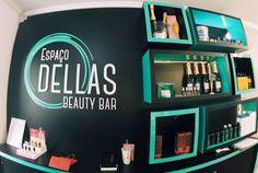 Além de todos os serviços do salão de beleza aqui você tem à disposição um bar onde pode desfrutar de um suco refrescante ou espumante de acordo com o seu astral. Venha se embelezar enquanto se diverte!  Veja como funciona o Beauty Bar: http://ift.tt/2d4syFA