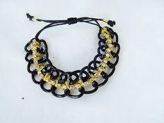 Linda,estilosa e chiquérrima!  Ta esperando oq? Compre já a sua!  ONDE COMPRAR:http://www.elo7.com.br/pulseira-corrente-com-strass-preta/dp/2FBA41