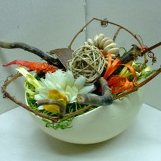 Uovo di struzzo decorato.
