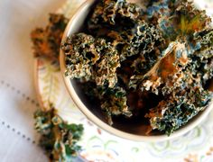 Baked kale is a healthy way to satisfy the munchies: Easy Smoky BBQ Kale Chips! Vegan Party Food, Vegan Snacks, Healthy Snacks, Healthy Habits, Vegan Recipes Easy, Raw Food Recipes, Free Recipes, Keto Recipes, Recipes Appetizers And Snacks