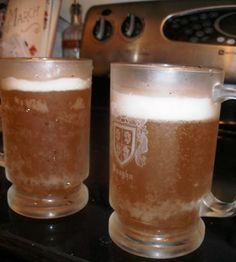 Homemade Rootbeer! On my list... only I will be using the water kefir grains rather than yeast.