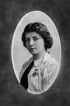 golda meir as student at the milwaukee teachers seminary 1915