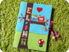 encore plus beau! Arts And Crafts, Diy Crafts, Creation Couture, Baby Quilts, Boy Or Girl, Kids Room, Scrapbook, Stitch, Sewing