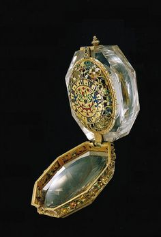 Jewel watch - ladies pendant watch in crystal socket, Germany, early 17th century.
