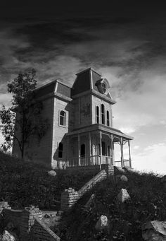 """Psycho House is a school project that I made this year. I decided to build the house of """"Psycho"""", one of his major work. Porches, Albert Jacquard, Real Haunted Houses, The Uncanny, Bates Motel, Photorealism, Photo Art, Mansions, Architecture"""