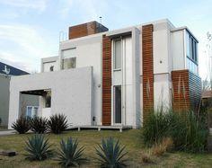 Fachada de la casa de madera en pinterest fachada de for Fachadas de casas modernas wikipedia