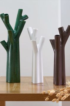 Roseau by Noé Duchaufour-Lawrance resembles outstretched budding branches. The clean and sculptural lines of this vessel perfectly contrast the organic shapes of floral arrangements. #modernhomedécor #contemporaryhomedécor #modernhomeaccessories #highendhomedécor #contemporaryhomeaccessories #highendhomeaccessories