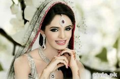 Easy Tips For Picking The Perfect Wedding Jewelry Pakistani Bridal Jewelry, Pakistani Bridal Makeup, Indian Bridal, Bridal Necklace Set, Bridal Jewelry Sets, Bridal Jewellery, Wedding Jewelry For Bride, Bridal Style, Jewelry Design