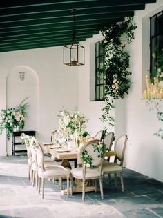 Photography : Greer Gattuso | Venue : Il Mercato Read More on SMP: http://www.stylemepretty.com/2016/03/15/neutral-elegant-outdoor-wedding-inspiration/