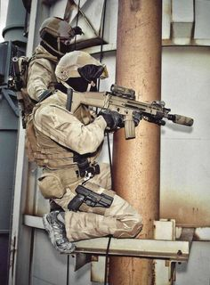 Belgian SAS operators during Tactical Urban Climbing (TUC) training with the SCAR.[1.510x2.058]
