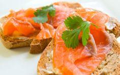 2 pieces whole-wheat toast + 1 tbsp low-fat cream cheese + 2 oz. smoked salmon + 2 slices tomato