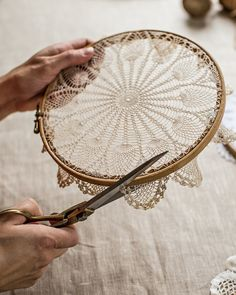 @ Mokkasin: How to make doily hoop art & dreamcatchers (diy lace ideas dream catchers)@ Mokkasin: How to make doily hoop art & dreamcatchers I love the embroidery hoop frame idea, but cutting a piece of art (which is exactly what a Doilie is). Doily Dream Catchers, Dyi Dream Catcher, Dream Catcher Nursery, Homemade Dream Catchers, Dream Catcher Painting, Dream Catcher Wedding, Making Dream Catchers, Dream Catcher Mobile, Dream Catcher Earrings