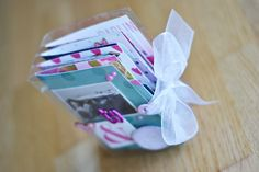 Mini álbum hecho con una caja de plástico