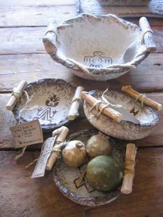 Pottery is elegant, diverse and quite the attractive addition to any part of your home. The kitchen is no exception as it can also benefit from the addition of pottery in a variety of ways. Paper Mache Projects, Paper Mache Crafts, Clay Projects, Clay Crafts, Diy And Crafts, Paper Mache Bowls, Paper Bowls, Paper Mache Sculpture, Sculpture Ideas