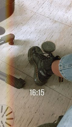 Creative Instagram Stories, Instagram Story Ideas, Cute Shoes, Me Too Shoes, Dr. Martens, Fashion Boots, Fashion Outfits, Vetement Fashion, Insta Photo Ideas