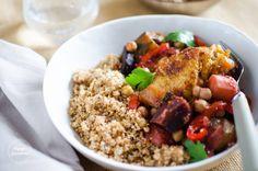 Hello les gourmands ! Me revoilà aprèsune semaine intense passée enBretagne, où il a fait un temps radieux.Il me tarde déjà de vous en reparler dans un prochain article sur le blog ! La recette d'aujourd'hui est issue d'un livre deMarie Chioca, auteure culinaire et également auteure du blog Saines Gourmandises. Ses recettes sont toutes... Fried Rice, Grains, Healthy Recipes, Healthy Food, Vegan, Ethnic Recipes, Voici, Book Folding, Swift