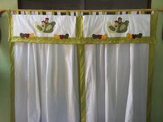 cortina para cozinha em tecido 100% algodão, com bandô quiltado, bordado em patchcolagem, medindo 2,80x1,20, bandô 1,70x 0,40, cor e motivo podem variar. R$ 160,00