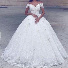 26fb2776780e 201 najlepších obrázkov z nástenky Svadobné šaty