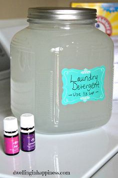 Homemade Laundry Detergent recipe - no borax - I did this for a few years and saved a ton of money! I LOVE this diy laundry detergent recipe. It cleans great and definitely helped our budget when things were tight. Homemade Cleaning Products, Cleaning Recipes, Natural Cleaning Products, Cleaning Hacks, Cleaning Supplies, Soap Recipes, Natural Products, Recipies, Laundry Detergent Recipe