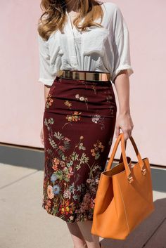 The Summer-to-Fall Transition Sed Bona Trendy Outfits Burgundy Dress Outfit, Pencil Dress Outfit, Pencil Skirt Outfits, Floral Pencil Skirt, Floral Pants, Pencil Skirts, Summer Fashion Trends, Spring Summer Fashion, Stylish Work Outfits