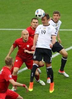 Mario Götze hatte die erste große Chance für die Deutschen. Er köpfte aber...