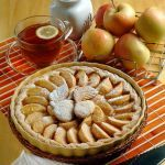 Cerchi una ricetta facile e veloce per preparare un'ottima torta di mele classica? Prova quella proposta da Sale&Pepe e sarà un successo sicuro!
