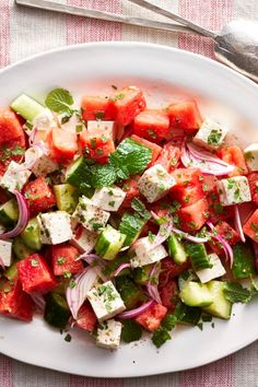 Here's a healthy salad recipe to make at the height of summer when watermelon and cucumbers are at their juiciest and most flavorful. Feta adds the perfect creamy, salty, tangy edge, and mint makes. Healthy Salad Recipes, Gourmet Recipes, Vegetarian Recipes, Cooking Recipes, Watermelon Cucumber Feta Salad, Ensalada Thai, Clean Eating Snacks, Healthy Eating, Feta Salat